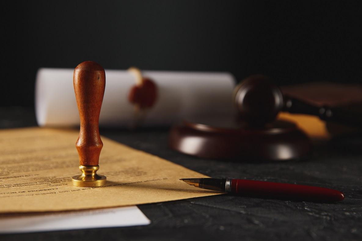 Primeros trámites de una herencia. Certificados, documentos y servicios de notario.