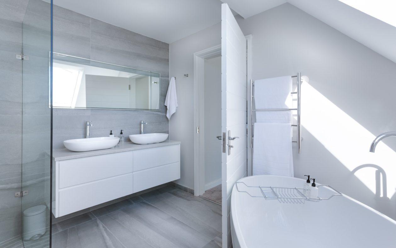 Cómo reformar y convertir tu baño en doble