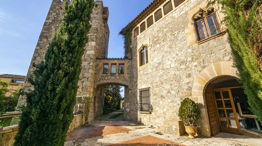 top-3-casa-casa-en-venta-en-cataluña-masia-amurallada-1